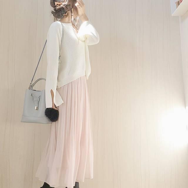 """Maya on Instagram: """"こんにちは☺︎ . 今日はユニクロのピンクスカートを早速♡ 裾のふわりとした広がりや、優しいさくら色が可愛いです😍 . ピンクすぎないので、色んな色に合いそう◡̈♥︎ . .…"""" (83822)"""