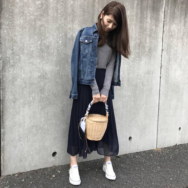 """hiro on Instagram: """"#coordinate ・ ・ ・ 先日購入したもう1つのスカート♬ ☟ #ハイウエストシフォンプリーツスカート 裾のふんわ~り具合に 程よい透け感が可愛いーッ♡'' ・ ・ 裾が可愛いすぎて 足元ばかり見ちゃう(*´艸`)❤︎ ・ ・ 今年も•••ふんわ~りッ…"""" (83827)"""