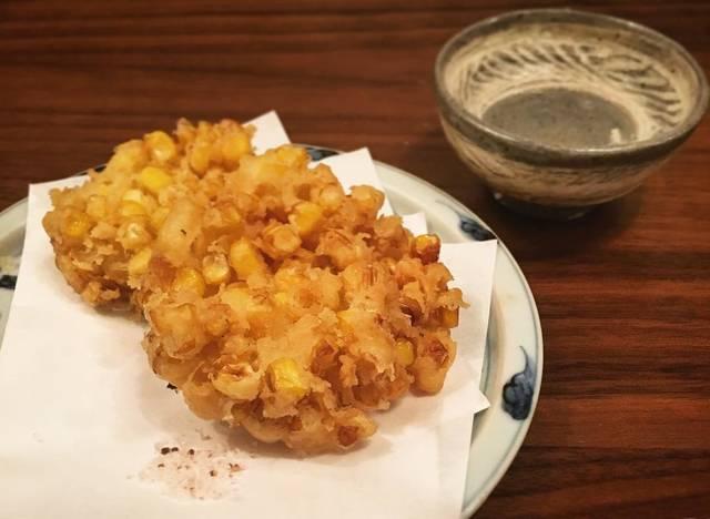 """ai yoshida on Instagram: """"とうもろこしを見つけて、かき揚げずにはいられませんでした🌽今年初とうもろこし💕😊 てことで今日の晩酌のお供はとうもろこしのかき揚げでした✨おやすみなさい😴#とうもろこし#晩酌#日本酒#とうもろこしかき揚げ #sake#おつまみ#和食"""" (83908)"""