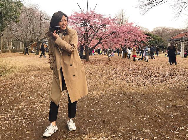 """山田千尋 chihiroyamada on Instagram: """"今日もポカポカだったねー♡ 澤田家と代々木公園でピクニック🐶🌸 今日着てるトレンチは最近新しく新調したトレンチコートなんだけど、ストレッチが効いてて着やすくて撥水加工もされてるからこれから大活躍の予感です🙋♀️✨ #ootd #lautreamont #トレンチコート…"""" (85900)"""