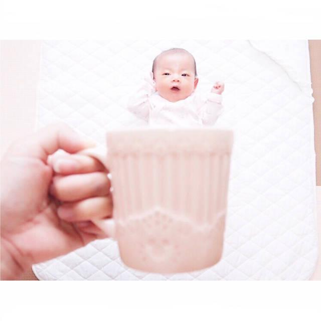 """ayami ◌︎⑅⃝︎✧︎*。 on Instagram: """"#生後36日 (o˘◡︎˘o)♪︎ . #マグカップベビー かのん ❁︎ 暴れまくる中で撮れた一枚。笑 謎な表情 ww(﹡ˆoˆ﹡) マグカップシリーズ毎月残していきたいな ¨̮♡︎ あと、かのんちゃん昨日はじめて お外にお出かけしました ( ⸝⸝⸝•_•⸝⸝⸝ )♡︎♡︎…"""" (87775)"""