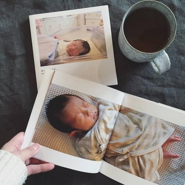 """@yukajumbo on Instagram: """"しまうまbookと言うアプリで両親の分も含め3冊アルバムを作ってみました。 簡単に作れてこのスクエアサイズ36ページ表紙付きで1冊298円!  この値段ならちまちま写真がたまったらアルバムにするのいいかもしれない。  小さかったなぁ〜。…"""" (87828)"""