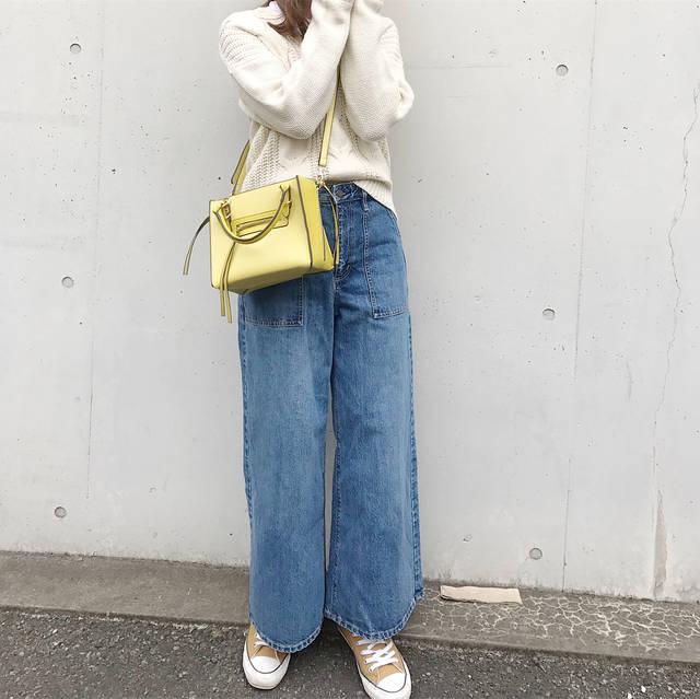 """sachiko kozato on Instagram: """"* #GU の#ベイカーバギージーンズ  色の感じも形もすごくキレイ\( ˆoˆ )/ いいお買い物できてうれしい💛 . 寝るときにつーが 👦ママ ぎゅーして寝よ? #ぎゅーして腕枕状態になる . 👦手いたくない?大丈夫? #大丈夫 . 👦明日も大好き、おやすみ .…"""" (87883)"""