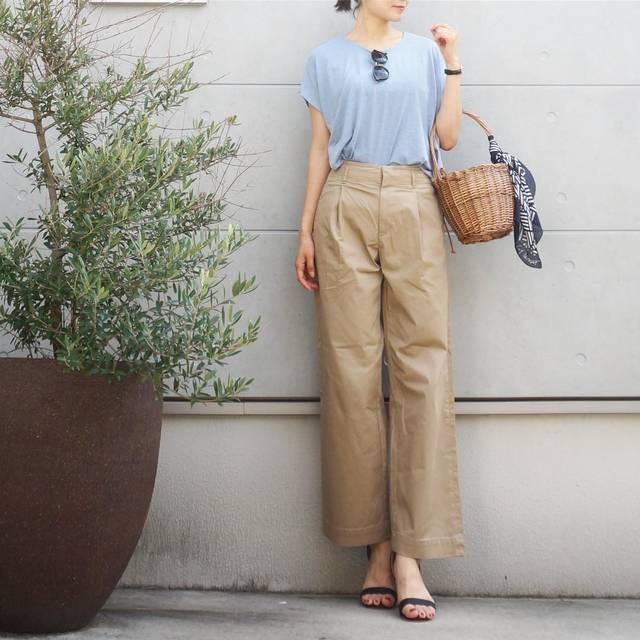 """etsuko on Instagram: """"🍦2017.7.22 ・ 昨夜、喋りすぎて声がカスカスになってしまった… 今日はしゃべり過ぎないように大人しくしてよう🙄 ムリか笑。 ・ ・ いつかのコーデ。 ・ tops▷@salus_official  pants▷@uniqlo  sandal▷@amiami_shoes…"""" (88191)"""