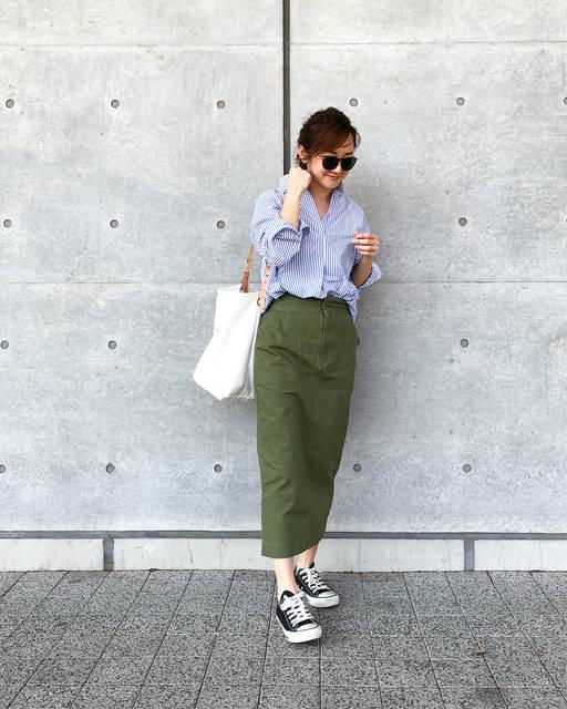 """JUNKO on Instagram: """"・ ぽかぽかな今日。 タイトスカートで程よくカジュアルに。 ・ 春のカーキはベイカーパンツを使うことが多かったので、スカート新鮮。重宝しそうです😊 ・ ・ #エクストラファインコットンストライプシャツ #uniqlo#uniqloginza  スカート #emmataylor…"""" (88503)"""