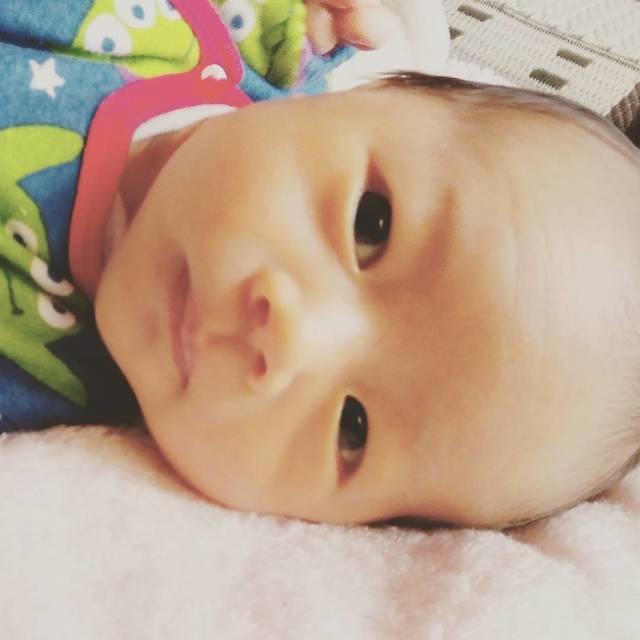 """ayaka-mina on Instagram: """"寝ない。泣き続ける。反り返って抱っこ拒否。吐きまくる。授乳間隔が二時間もたなくて親子共々倒れそう。 なのに、おばあちゃんだと泣き止む不思議。私は母乳ドリンクバー係。 みんなこんな苦労して赤ちゃん育てているのかぁ…私は全然できない⚡…"""" (89783)"""
