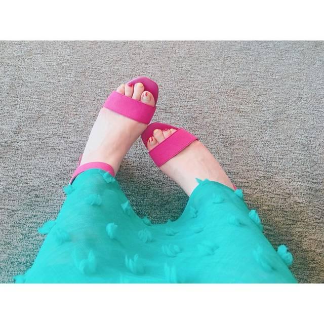 "𓇼ᴍɪɴᴀᴍɪ𓇼 on Instagram: ""❥❥❥ * ⋆˖𓇼Record of the code𓇼˖⋆ * Pink × Green 💐🌷💕 春にやりたかった組み合わせ♡ このGUのサンダル👡めっちゃかわいい😍 * サンダル #gu スカート #birthdaybashshop * #ootd #outfit…"" (90847)"