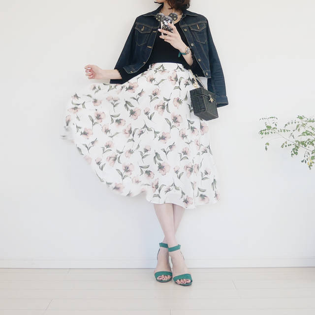 """coco on Instagram: """"#コーデ @andemiu_official 新作の 花柄スカートが主役♡ * ふんわり柔らか。 でもシワになりにくい素材で、 座りっぱなしのオフィスコーデに もってこいです•̀.̫•́✧ * 袖のフリルがポイントの ニットも @andemiu_official *…"""" (90849)"""