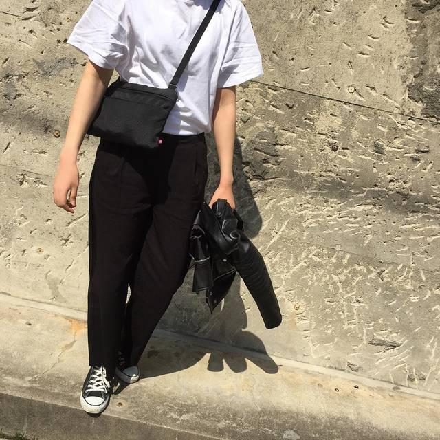 "@___white01 on Instagram: ""モノトーンが落ち着く⚪️⚫️ #zara#uniqlou#senseofplace#globalwork#converse  #ザラ#ユニクロ#ユニクロユー#クロップドクルーネックt  #ootd#outfit#code#codenate#simple#monotone…"" (93225)"