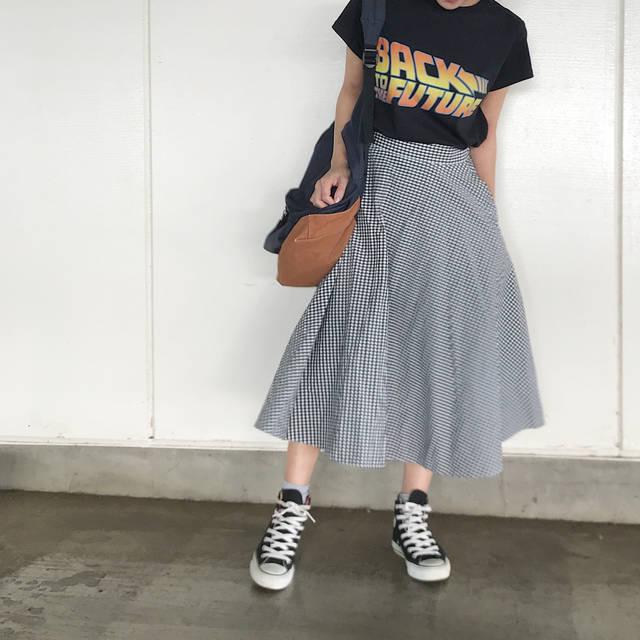 """Ayaka on Instagram: """"#今日のコーデ * #UNIQLO の#サーキュラースカート の#着まわしコーデ * 今日も暑かったからロゴTと合わせました◡̈♥︎#backtothefuture * しかし、二の腕ヤバイ!まじヤバイ!本気でヤバイ! *…"""" (93696)"""