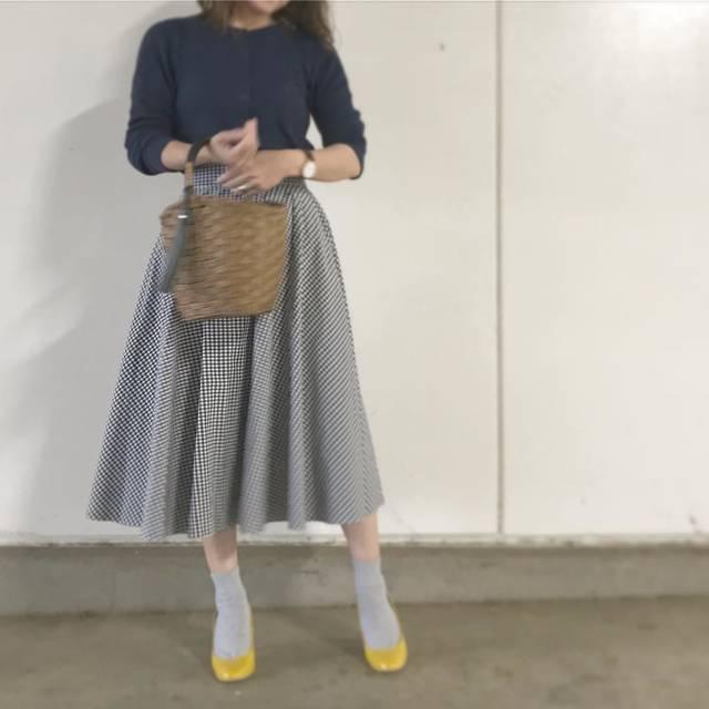"""Ayaka on Instagram: """"#今日のコーデ * 今日は寒かったー * 暑かったり寒かったり、勘弁してほしいわぁ😩 * * * #今日の服 #コーデ #コーディネート #ママコーデ #mamagirl #mineby3mootd #ponte_fashion #kaumo_fashion #ユニクロ…"""" (93697)"""