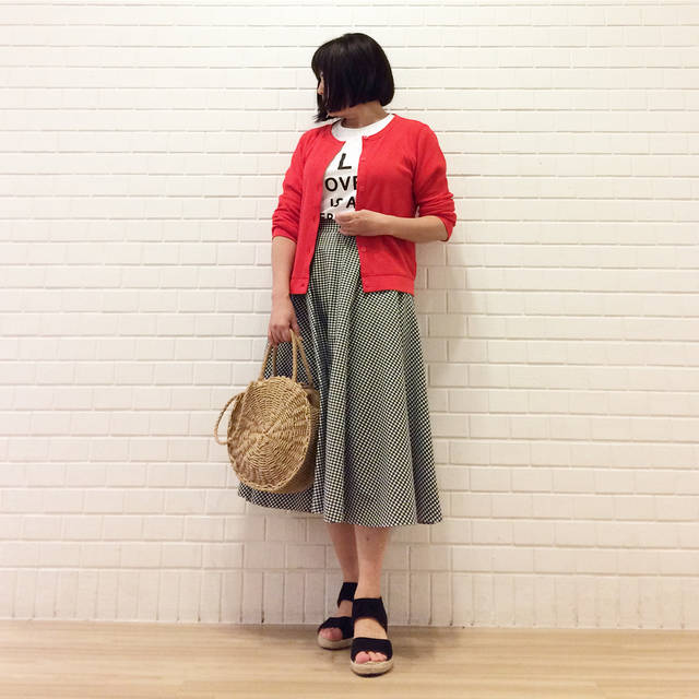 """@hiyodorimaru on Instagram: """"◇◆◇◆ #今日の服 . . . ギンガムチェックのサーキュラースカートで #休日コーデ 🍃 . 腰回りにお肉がたっぷりまとわり付いている私はフレアやプリーツスカートが苦手😩だって一気にぽっちゃり度が増すから〜😱 . でもたまにはスカートをはいてみたくなるものさ❗️…"""" (93698)"""