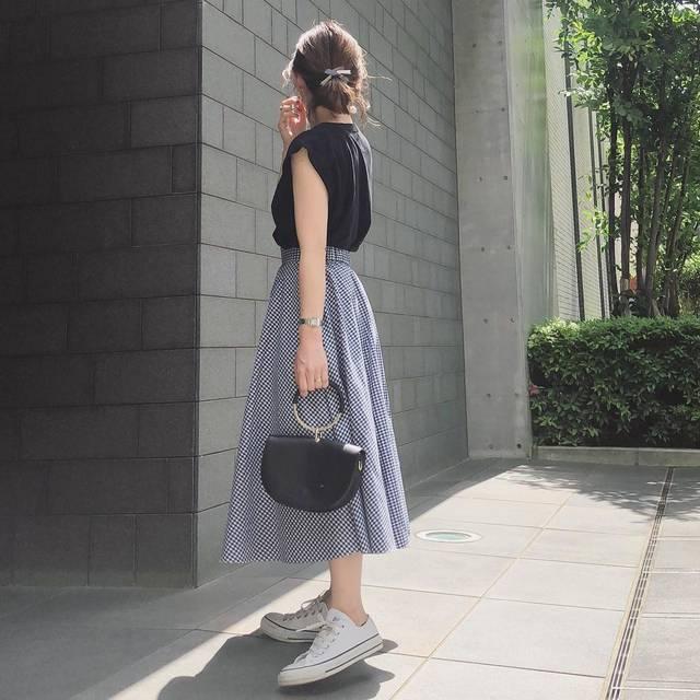 """♡♡♡ on Instagram: """"☆ ユニクロのサーキュラースカート(ギンガムチェック)の着回しコーデ✨今日まで限定価格ですね👛✨ 前回postした時、丈について質問いただきましたが私は標準丈を履いてます👗 ・ #coordinate tee @aton_tokyo skirt @uniqlo…"""" (93701)"""