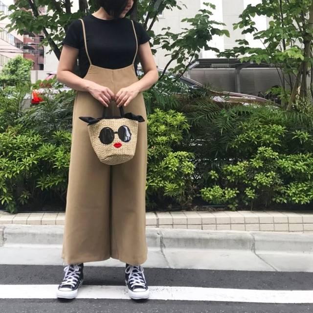 """@hiyodorimaru on Instagram: """"◇◆◇◆ #今日の服 . . . 一目惚れしたGUの #サロペットワイドパンツ とUNIQLOの #リブクルーネックT と #アジョリー のサングラスかごバッグで #休日コーデ 🍃 . バッグはアジョリーのムック本の付録です。 #fulog .…"""" (94303)"""