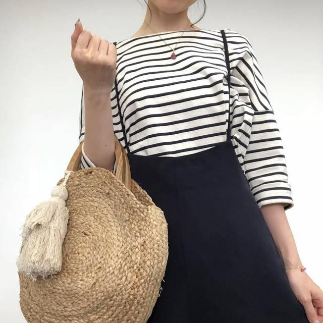 """Yachiyo on Instagram: """"GUさんの#サロペットワイドパンツ  ブラックはサイズなかったのでネイビーにしたのですが、これ良い😊❣️ いつもならブラック買っちゃうとこだけど、むしろネイビーで良かったのかも🎶 ・ めっちゃ楽でシワにもなりにくいから、ベージュも欲しくなってきた♡ ・ トップス→…"""" (94304)"""
