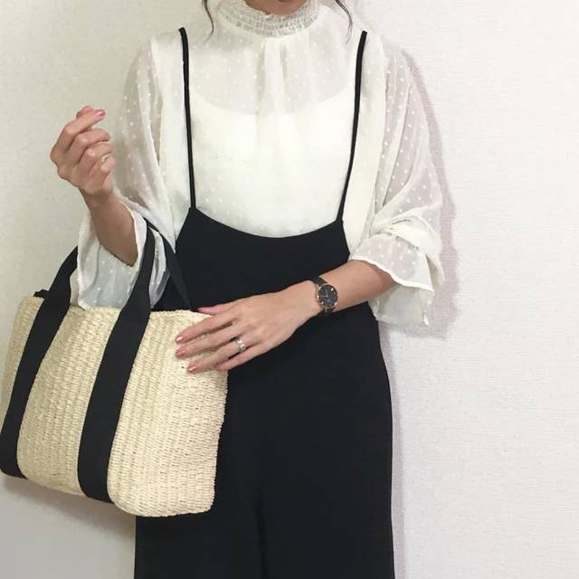 """mai on Instagram: """"2018.5.14  こんばんは🌃  冬にチラ見せで着ていたフリルネックブラウス✨ 透け透けなので今やっと1枚で着られる😊 * ちょっと可愛らしい感じになってしまったかしら😅 と悩みながらも着ちゃったけどね😅 * * *…"""" (94305)"""