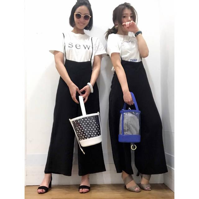 "YURI TAKAHASHI on Instagram: "": #outfit : : さ…さ…寒い……… 半袖が恋しい😢 という訳で 相方とデートした日の #双子コーデ ☺️ @mss713  #時差スタグラム : : tops @uniqlo_ginza 結構前のやつ salopette&bag&shoes @gu_for_all_…"" (94308)"
