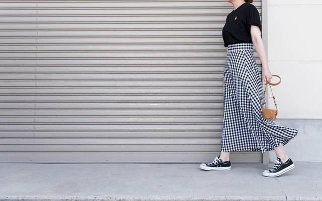 """@n.yu____mi on Instagram: """"ギンガムチェックのスカート大人でも履ける丈感が嬉しい♡シワになりにくのも◎ ドラミちゃんに癒されます * * * tops:#ユニクロ bottom:#gu_for_all  shoes:#コンバース * * * #uniqlo #ユニクロut #ユニジョ #ドラミちゃん…"""" (95037)"""