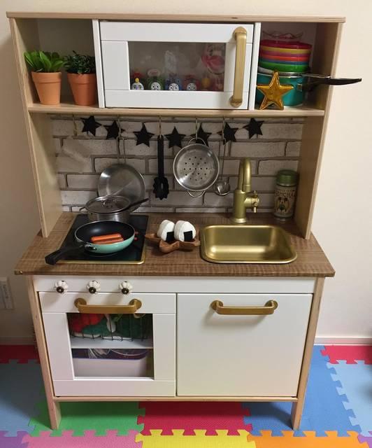 """やぐり on Instagram: """"IKEAのキッチンをオシャレ風にしてみました(^^) #おままごとキッチン  #ikeaキッチン  #ネット画像を参考に #100均で揃えて #塗料は違うけど #いい感じに出来た #自己満 #トーマス見える #ほとんどおもちゃ収納 #と言う位置づけ #息子大喜び…"""" (95868)"""