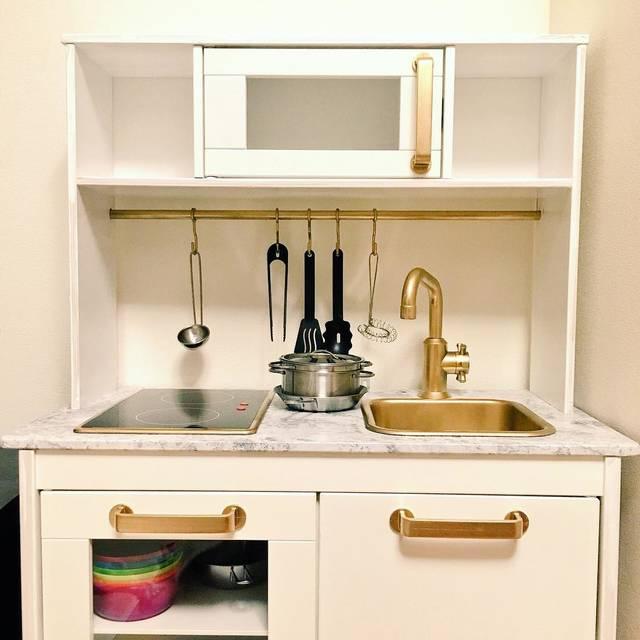 "kumi on Instagram: ""やっと組み立てたIKEAキッチン。ちょこっとDIY。#ikeahacks #ikea #ikeakitchen #ikeakidskitchen #子供キッチン #ikeaキッチン #ダイソー #daiso"" (95869)"