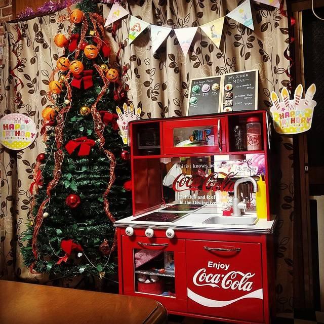 "🌹miku.kensei.mom🌹 on Instagram: ""ハロウィンと美紅の誕生日の準備。 ダイソーのジャックオランタンのガーランドが可愛い(´・∀・)500円やし数足りてないけど…w電池入れれば光る✨らしい。  他の飾り達は毎年の使い回しw  ジャックオランタンが大好きで ハロウィンが一番好きで グッズ収集が止まらないw…"" (95874)"