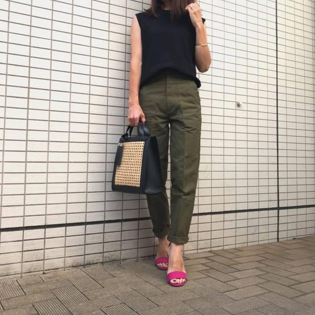"""𓇼kanakana𓇼 on Instagram: """"今日のコーデ𓇼 ・ 昨日のコーデ💦 ・ ブラック×カーキコーデ♪  @gu_for_all_ の#ワッフルスリーブレスt の着回しコーデ✨ サンダルは限定価格の時に買った#アンクルストラップサンダル 👠 ・ tops.shoes#gu  pants#plage…"""" (96231)"""
