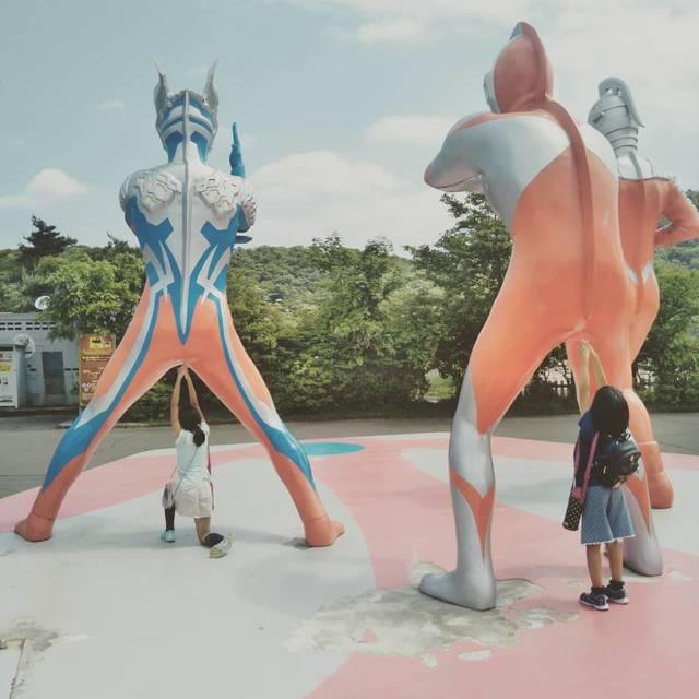 """Tsutomoon on Instagram: """"地球の平和は守らせない!#ウルトラマン #ultraman #地球の平和 #ぐりんぱ #ヒーロー #hero #いたずら #振替休日"""" (96644)"""