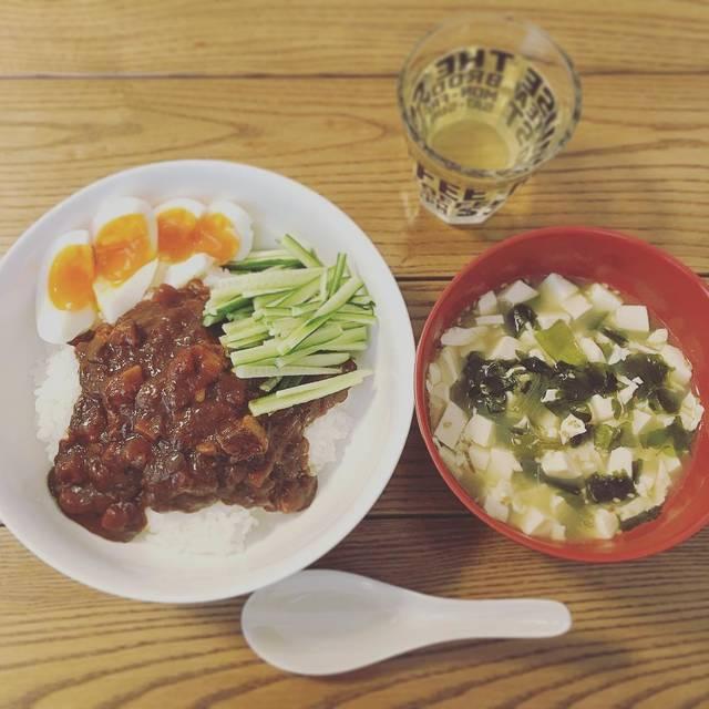 """michi on Instagram: """"#ごはんにかける #ジャージャー飯#豆腐とわかめのスープ#無印良品 #無印 #MUJI#ごはんにかけるシリーズ #ごはんにかけるジャージャー飯#おうちごはん #ひとりごはん #手抜きごはん #お手軽ごはん #レトルト"""" (96995)"""