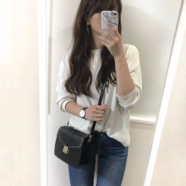 """Kii on Instagram: """"#コーデ記録 * ・ 微妙に寒くて何着ていいか わかんない時期。 ・ 上に羽織るといえばロングカーデ くらいしか思いつかない。 ・ オーバーサイズの服が多いので、 羽織るとだいたいゴワつきます。 何着ればいいの?笑 ・ ・ ・ #今日の服 #今日のコーデ じゃなくて…"""" (97088)"""
