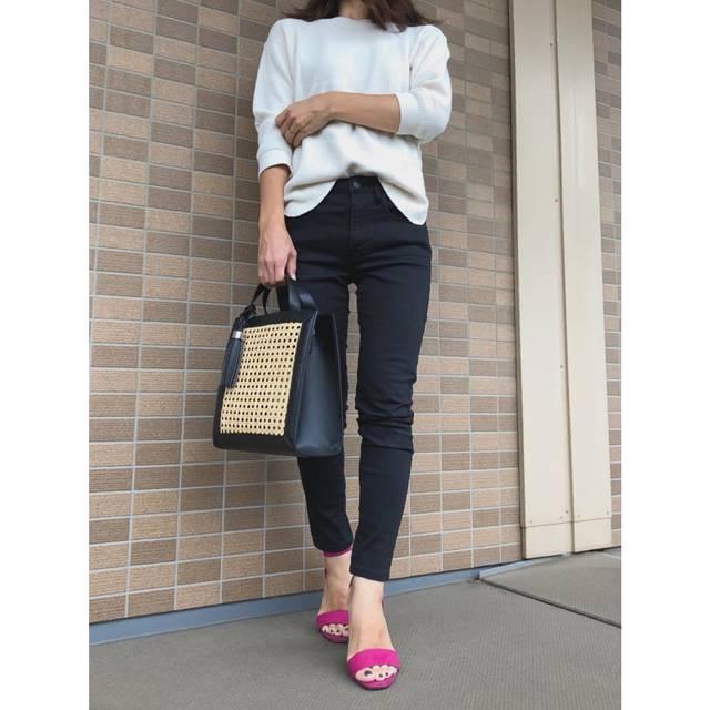 """𓇼kanakana𓇼 on Instagram: """"今日のコーデ𓇼 ・ #モノトーンコーデ ♪ お気に入りの去年の#ワッフルクルーネックt ✨ 涼しい時にちょうどいい! ・ 大阪のみなさん大丈夫でしたか😣 これ以上被害が出ないことを祈ります。 ・ tops#uniqlo  pants#無印良品  shoes#gu…"""" (97090)"""