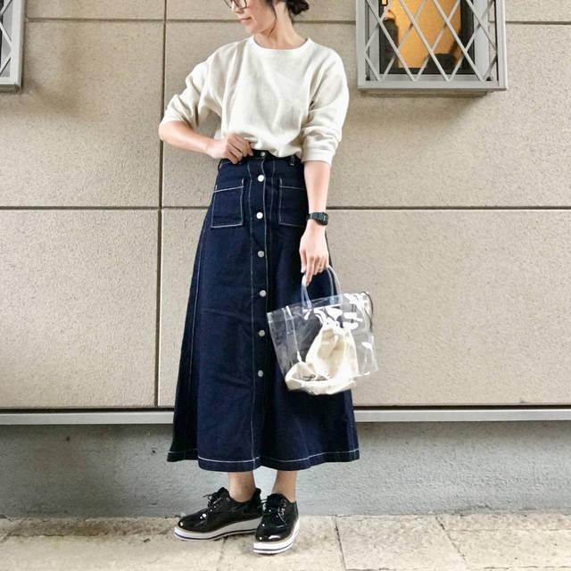 """@ayamiii.y.m on Instagram: """"おはようございます☆ 雨で寒いので#uniqlo の#ワッフルクルーネックt が七分袖でちょうどいい♡ 久しぶりのデニムスカートと😊 * * * tops  #uniqloginza  bottom  #gu shoes  #r_fashion 楽天 bag…"""" (97099)"""