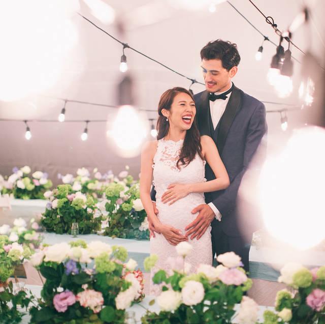 """ウェディング映像と写真の Cphotographic on Instagram: """"きょうは母の日でしたね。 日本中からありがとうの声が聞こえてきます。 1枚目の写真は、フラワーアーティストの新郎 @akivaz が彩った花たちに囲まれる、新婦の @aimeexxoxx さん 。 aimeeさんは結婚式当日は妊娠をされていました。…"""" (97513)"""