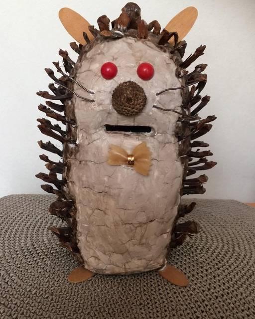 """junko on Instagram: """"15年前に息子が小3の時に#夏休み#アイデア貯金箱 #選ばれて#全国#郵便局#旅しました😅中々捨てられなくて〜😊 🌳#松ぼっくりを#紙粘土に刺していると、乾いてしまい、何度もボンドでつけ直してました😫🐭"""" (97941)"""