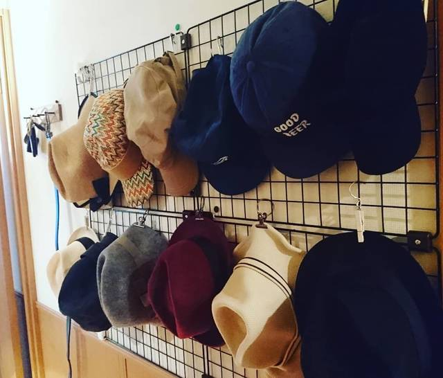 "hiroshisakuma on Instagram: ""seriaやるな~¥1200でできた💯少し寝てサッカー応援しよう🤠#seria#帽子収納"" (98177)"