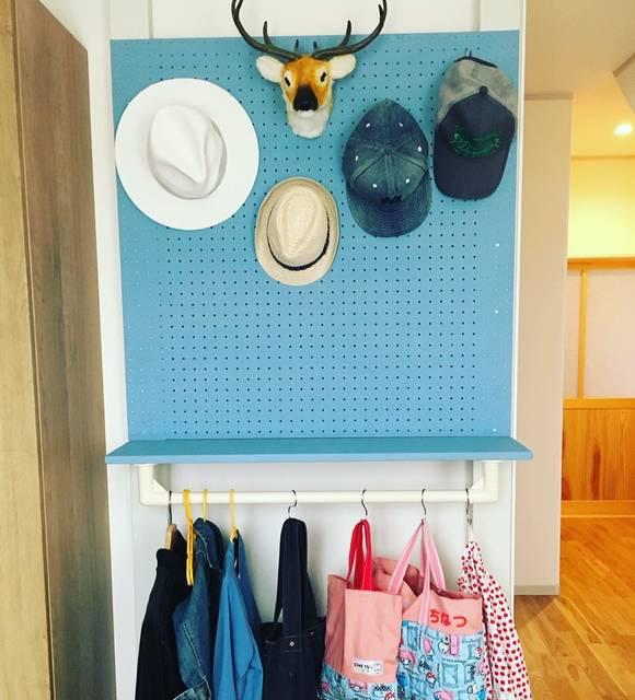 """Yukina Murayama on Instagram: """"GW中にぜったいやりたかった事。 DIYで棚を作ること! 子供の幼稚園セットを置く場所がなくって、ベビーベットが物置状態に🤣 DIY初めてで、途中色々問題もありながらやっと完成ー😍😍 私は口出しただけで、作成はパパやけど(笑) ・ ハンガーラックがどうしても欲しかった!!…"""" (98182)"""