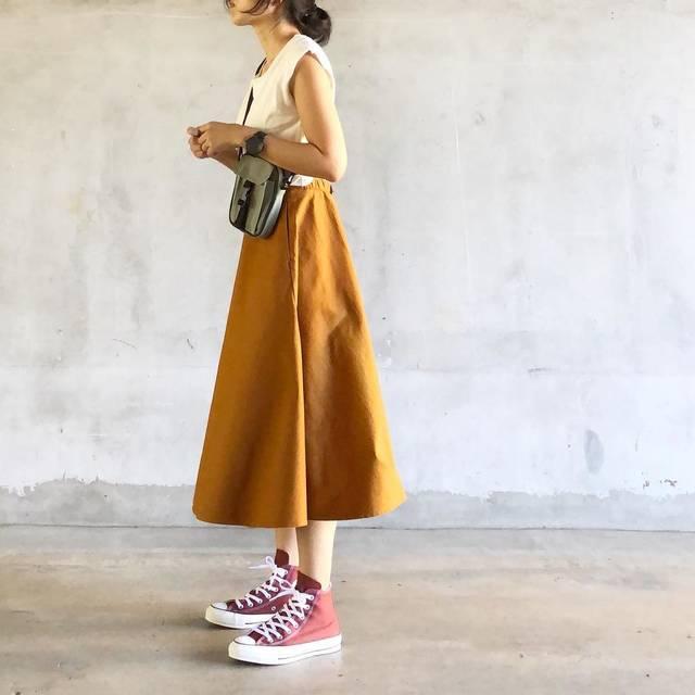 """acco on Instagram: """"⠀ コンバースのレンガ色 履くとこんな感じ. やっぱかーわいー.𓁏𓁏𓁏 ⠀ UNIQLO新作 #コットンサーキュラースカート ⠀ ⠀ 展示会で発見して 買うって決めてたけど 届いて履いてみて やっぱりやっぱり可愛い♡︎ʾʾ ⠀ #ユニクロスカート族 #サーキュラースカート…"""" (98538)"""