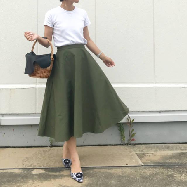 """mika on Instagram: """". #コーデ . . @uniqlo の 大人気スカートに 新素材が😍😍😍 これまたとっても素敵〜〜〜❤️❤️❤️ . #コットンサーキュラースカート . . クルーネックtの新色も気になるな〜〜😆 . -----------------------------------…"""" (98543)"""