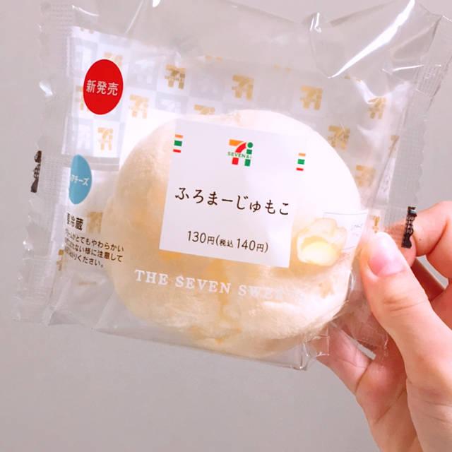 """momo on Instagram: """"#セブンイレブン #ふろまーじゅ #ふろまーじゅもこ 生地が美味しすぎる!中はほんとにレアチーズ!合いすぎー!また食べたい!"""" (100032)"""