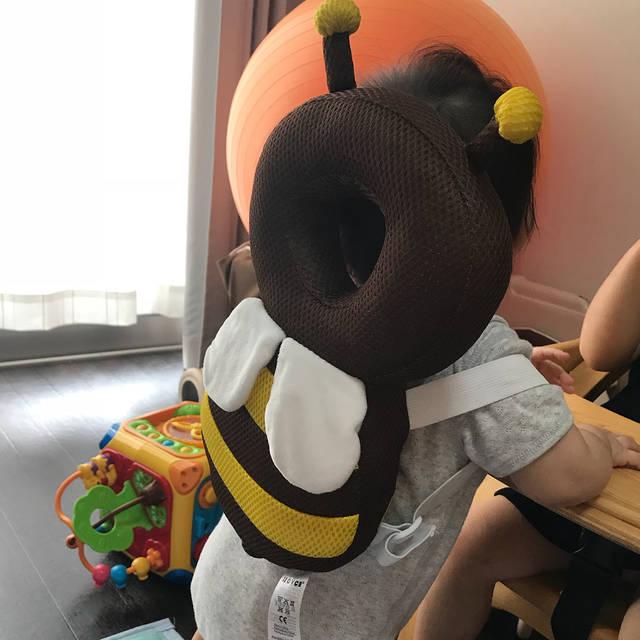 """Megumi Okazaki on Instagram: """"つかまり立ちをし始めてから、転げて頭をよくぶつけてるから買ってしまった🧡w#7ヶ月 #つかまり立ち #転倒防止 #赤ちゃんのごっつん防止やわらかリュック #ハチさん #amazonプライム"""" (100222)"""