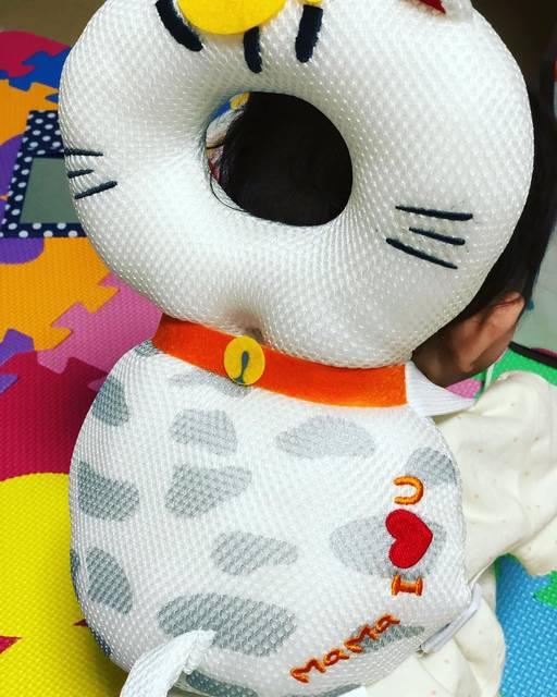 """Tomona Sagawa on Instagram: """"#赤ちゃんのごっつん防止やわらかリュック #amazon#CMで話題のやつ#これで少しは安心✨#ごっつん#かみかみ#あばれん坊💦"""" (100226)"""