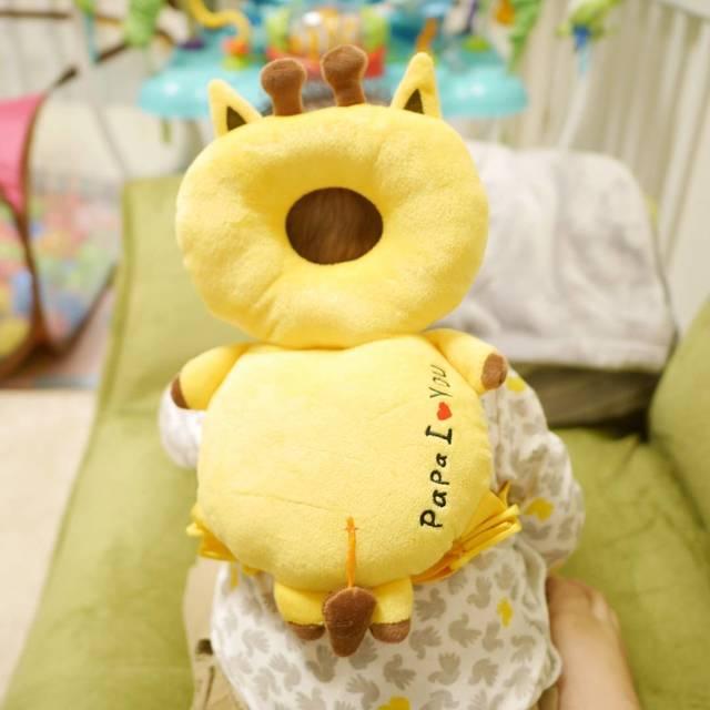 """セイラ on Instagram: """"2017.05.19 最近おすわりしてて急に倒れるから、目が離せなくて困ってたところ☀ . あおいくんがハチさんのガードつけてるのをみて これだーー!ってなり キリンさんを買いました😁🍀 . #あたまガード うさぎとくまもあった!😃 . #赤ちゃんのごっつん防止やわらかリュック…"""" (100303)"""