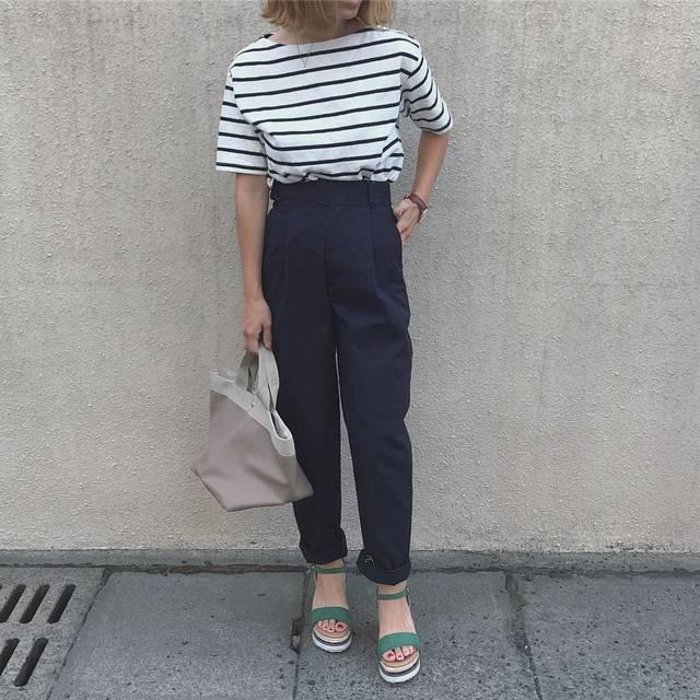"""Asami on Instagram: """". @gu_global の秋の新作を 紹介させてください\(◡̈)/ . 私が履いてるパンツ♡ #チノグルカテーパードパンツ . チノ素材のテーパードパンツで 柔らかく履きやすいです🤭  私はネイビーのXS着用してます! 脚長効果ある気がするし…"""" (100752)"""