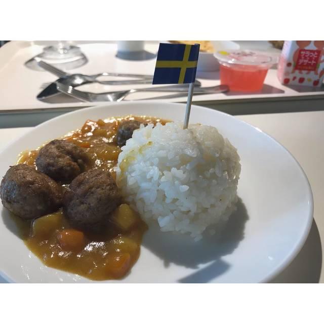"""名犬チーズ on Instagram: """"・ IKEAのキッズボールカレー スイスの旗かわいい⚐ ・ これ頼むと、 うしろにちらっと写ってるゼリーとジュースももらえるの☺︎ ・ #イケア #イケアレストラン #ミートボール #カレー #カレーライス #スイス #キッズメニュー #ランチ #ikea #curry…"""" (101038)"""