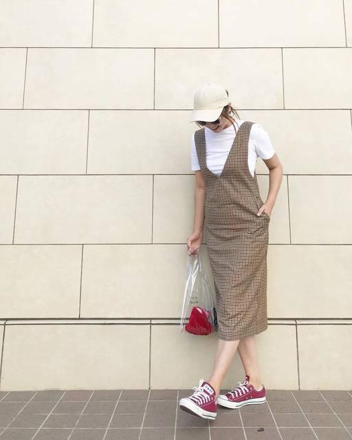 """Yamaguchi Yoka on Instagram: """"@gu_for_all_  の新作#ガンクラブチェックジャンパードレス が可愛い😍💕 ・ 夏はTシャツとかタンクトップに合わせて 秋はレースやブーツと合わせて着たーい♡ 夏はこれからだけどすでに秋冬が気になるwww ・ ・ ・ ・ ・ tops  #hm one-piece…"""" (101114)"""
