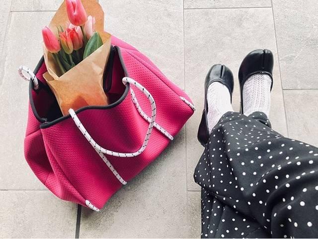 Qバッグ 日本公式アカウントさんはInstagramを利用しています:「マジェンダは人気の新色❤️ みなさん今年の夏の予定は 決まりましたか? . . . .  #qparis #qlife #qp_life #love #me  #Qbag #fashion #picon #コーデ #バック #ファッション #neoprene #マザーバッグ…」 (101475)