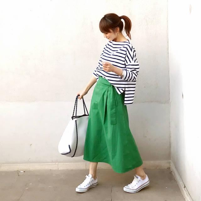 LUMIEさんはInstagramを利用しています:「・ ・ ボーダー ×  カラースカート ・ ・ カラースカートも緑なら爽やかで辛めになります。 @minelal__ のフレアスカートは広がり過ぎないAラインシルエットなとこがお気に入りです。 ・ ・ 本日6月1日限定、楽天にて @qbag_japan の#qbag…」 (101486)