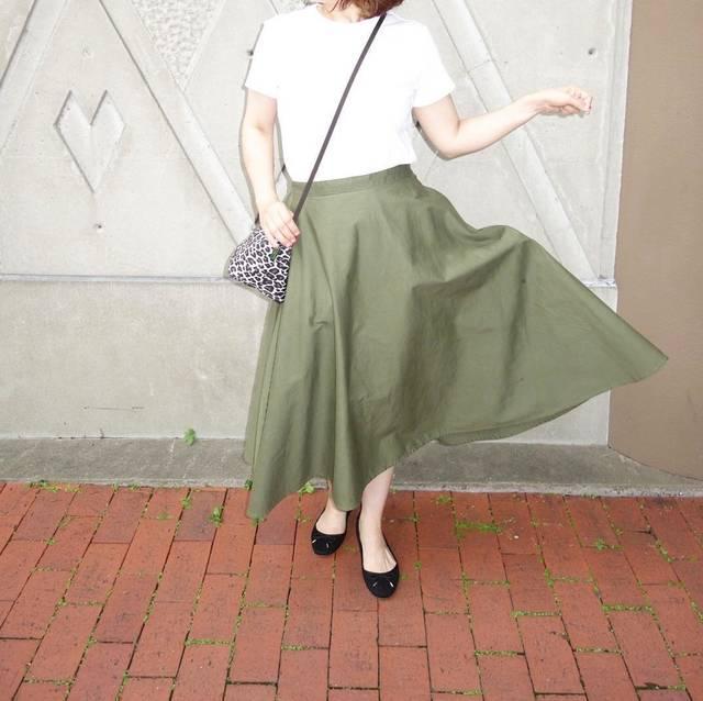 """@n.yu____mi on Instagram: """"先日#ユニクロ の大人気スカートから新色が出たのでさっそく購入しました!このスカートびっくりするくらい型が綺麗です!まさに#神スカート…"""" (101512)"""