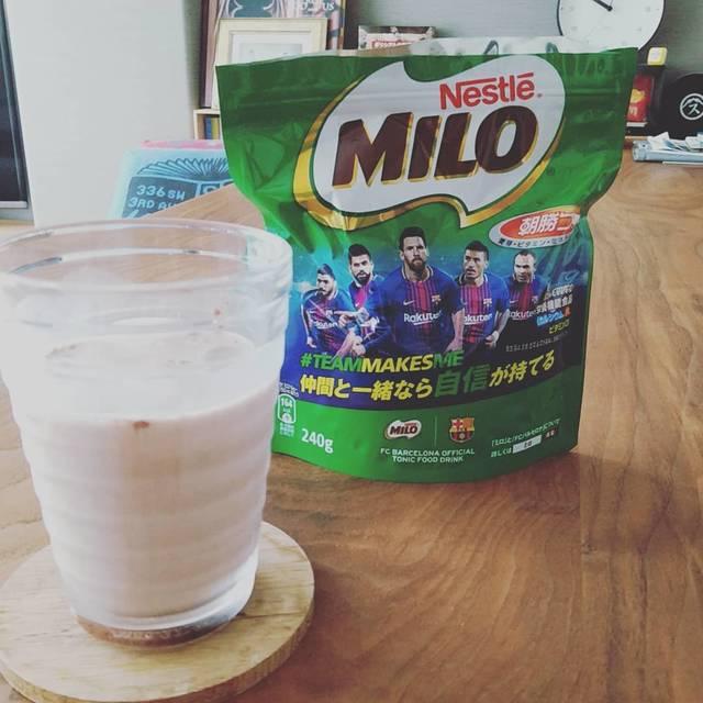"""n.nao on Instagram: """"昨年夏、 「コーヒーが飲めないから飲み物の幅が広がらない」と友人Y子につぶやいたら、 「ミロあるやん!体にも良さそうやし」とまさかのミロ提案をしてくれた。 20年ぶりくらいの再会。そして今年も。…"""" (103562)"""