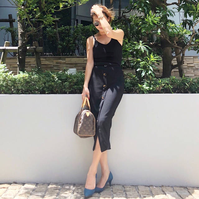 """@mika_juicyeye_ on Instagram: """"少しずつ秋カラーコーデ を始めてる今日この頃😚 . この日は、GUの #マシュマロパンプス 💙 くすみブルーが可愛い🤤💙 . 朝から1日中動き回ってた日だけど 低反発クッションのお陰で 全く足の疲れがなしでした😍 . . トップス #hm スカート #zara  パンプス…"""" (103698)"""