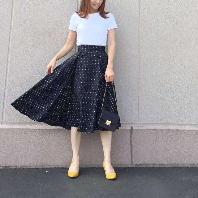 """IZUMI on Instagram: """"やっと着れた @uniqlo の#サーキュラースカート #コットンサーキュラースカート * 迷いに迷ってドット柄のブラックチョイス♡ 噂には聞いていたけどこんなにシルエットが綺麗とは!! * スニーカーに合わせたり、甘辛ミックスで着たいなと妄想。。。 * *…"""" (103703)"""